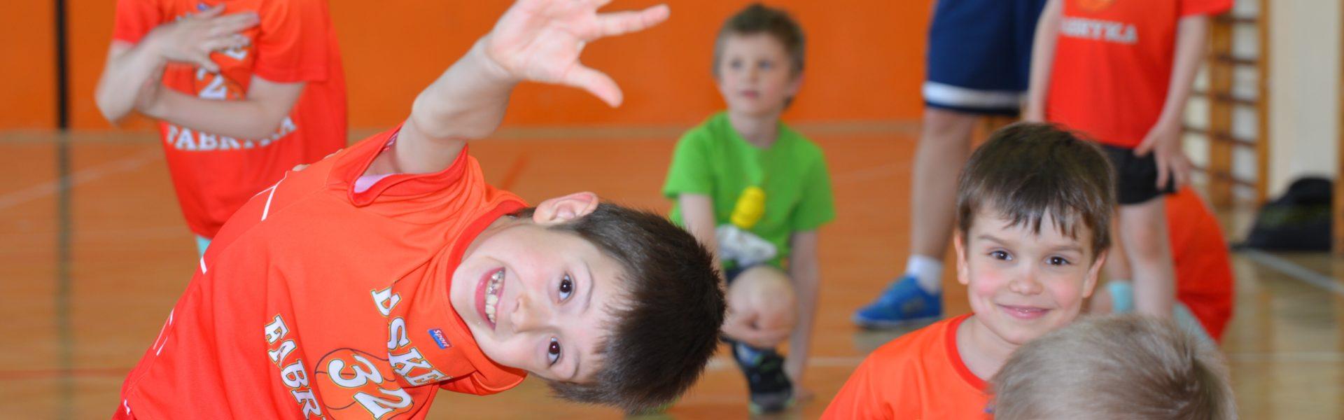 Dołącz do nas! Niech Twoje dziecko bawi się koszykówką :)