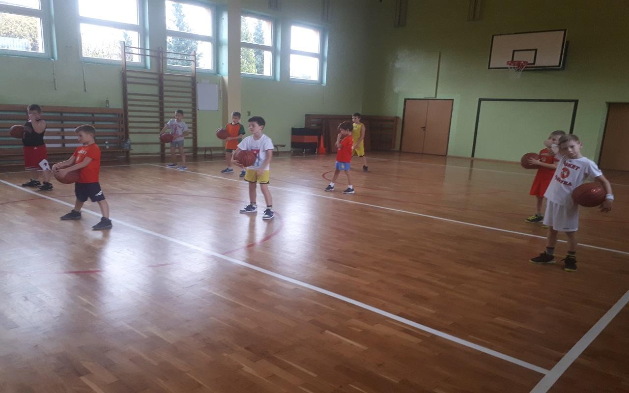 Chłopcy zaczynają Mini Basket Ligę