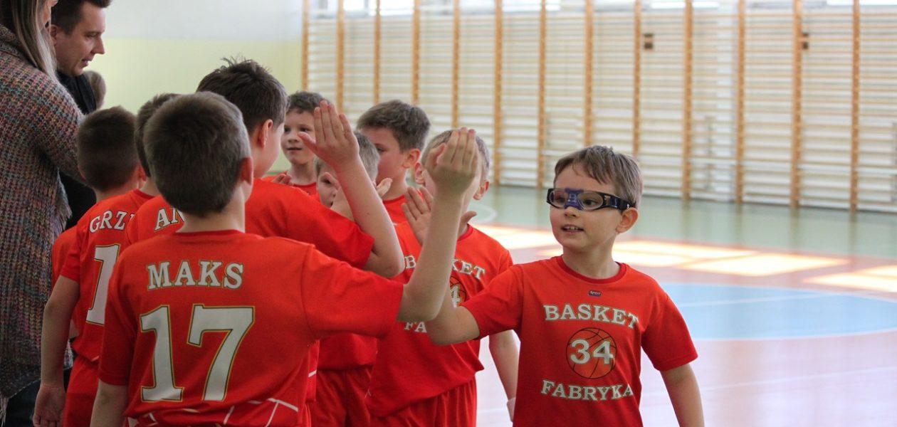 Chłopcy zadebiutowali w rozgrywkach U11 ŁZKosz